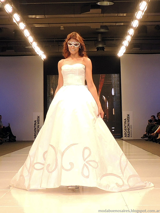 Vestidos de novia 2015. Moda Iara 2015.