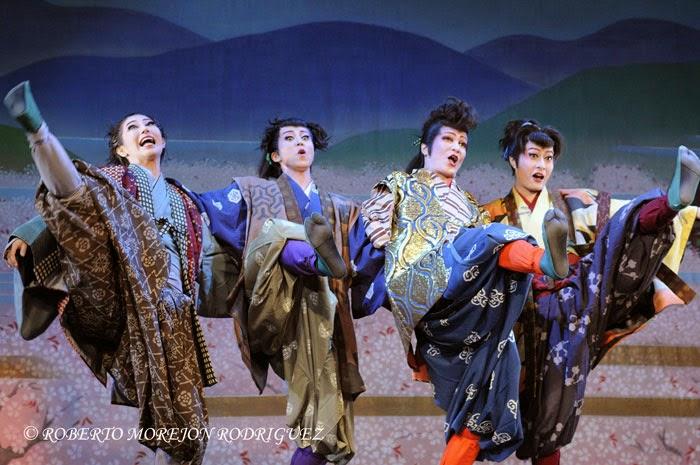 Presentación de la compañía japonesa de danza Teatro Musical OSK Nippon Revue Company, integrada solo por mujeres, durante la realización de la gala artística en ocasión de la celebración de los 400 años de amistad entre Japón y Cuba, realizada en el Teatro Martí, en La Habana, el 3 de octubre de 2014.