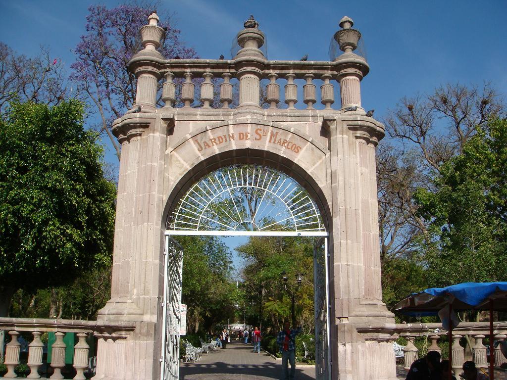 Viva aguascalientes jard n de san marcos for Puerta 3 de san marcos