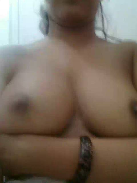 hot asha bhabhi showing nude boobs image   nudesibhabhi.com