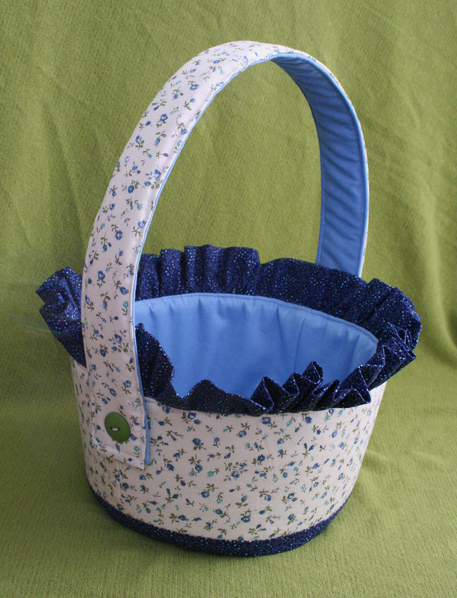 http://www.tangiblepursuits.com/2014/04/easter-basket-free-pattern-and-tutorial.html