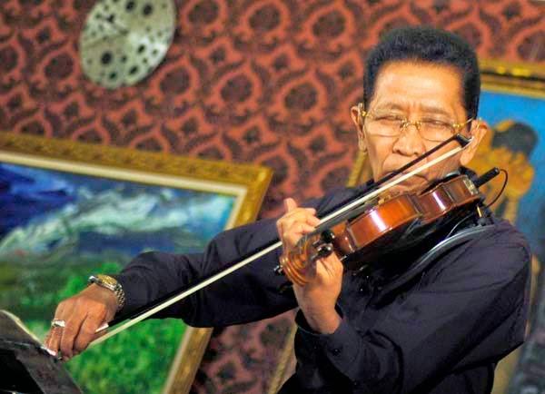 Idris Sardi Maestro Biola Meninggal Dunia