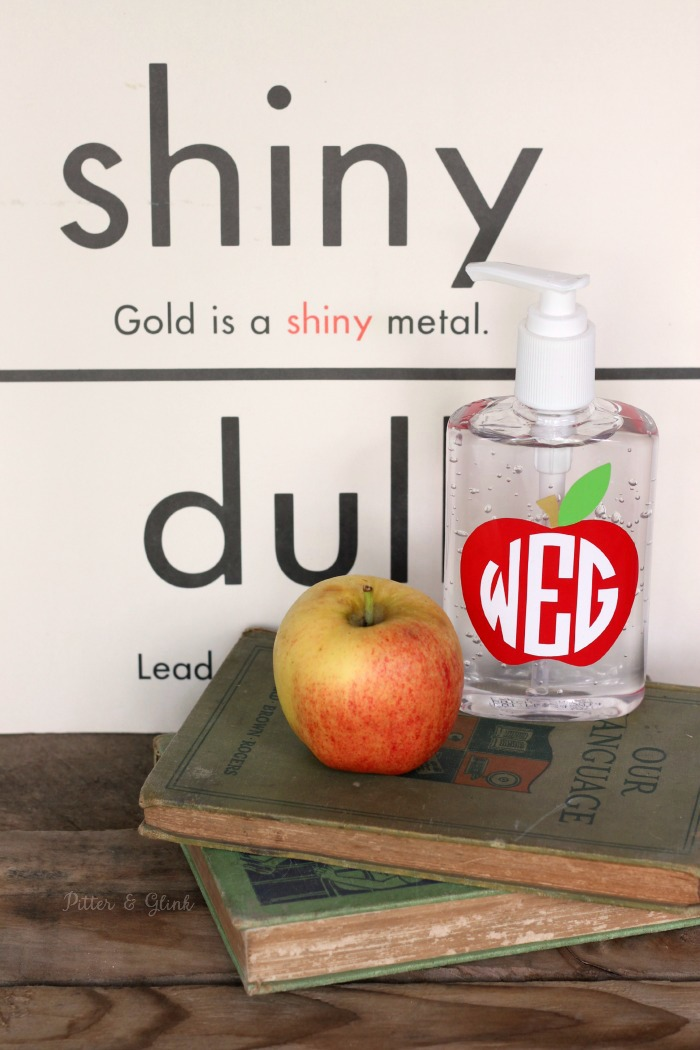 Monogrammed Apple Teacher Gift--An inexpensive Silhouette project perfect for Teacher Appreciation Day/Week. pitterandglink.com