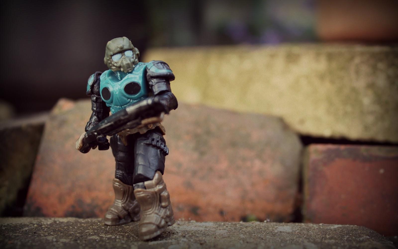 Amazon.com: gears of war 3 figures