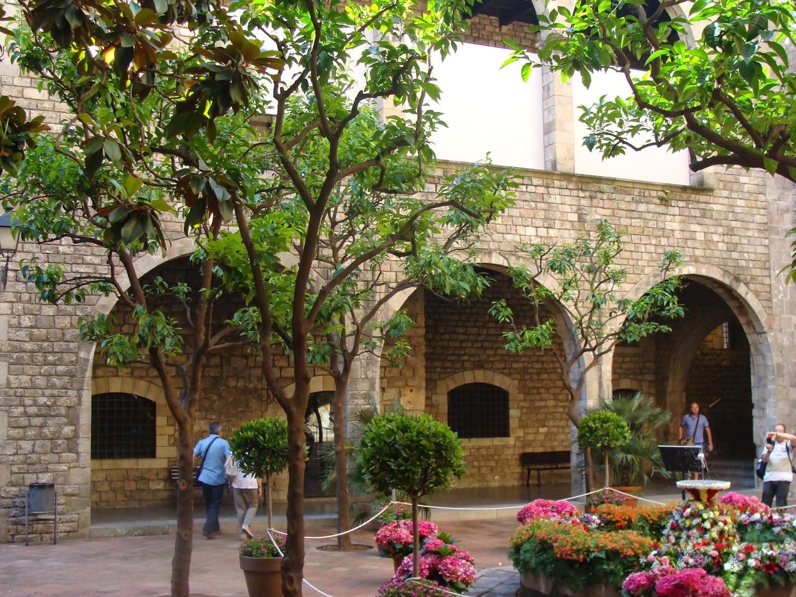 El rincon de un jardin rincones con encanto en barcelona patio frederic mar s - Rincones de jardines con encanto ...