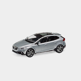 wonderful PR-modelcar VOLVO V40 CROSS COUNTRY 2013 - electric silver - 1/43