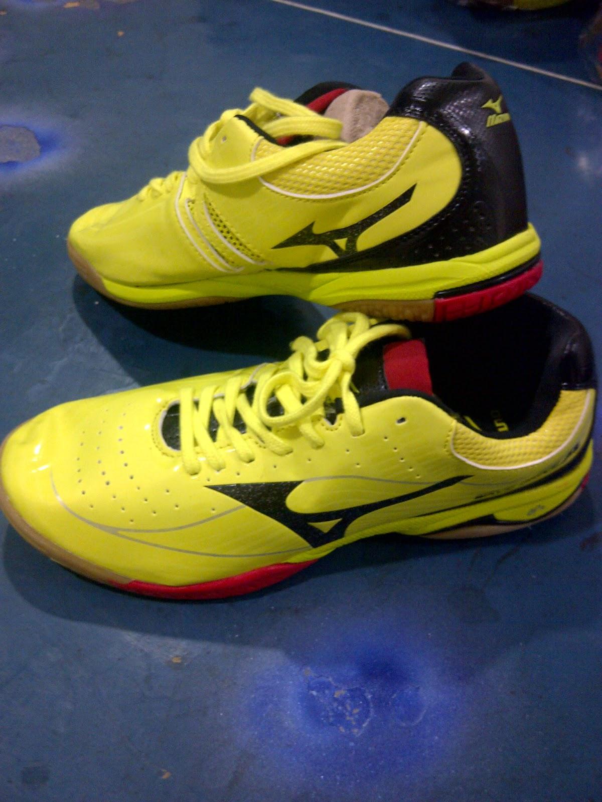 Sepatu Tenis Meja Mitzuno Kuning d2626804dc