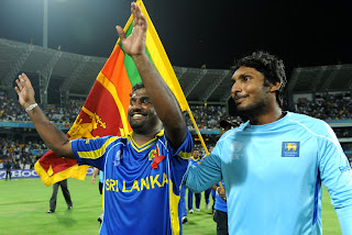 Muttiah Muralitharan waves to the spectators after playing his last ODI at home, Sri Lanka vs New Zealand, 1st Semi-Final, ICC Cricket World Cup 2011, Colombo, March 29, 2011