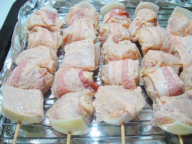 Куриный шашлык с беконом   http://www.horoshayaeda.com