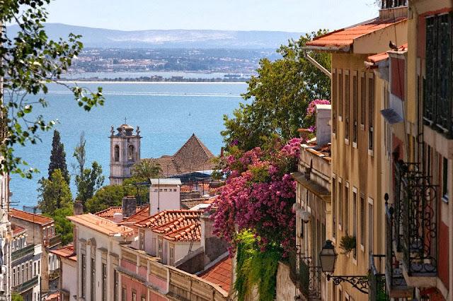 El barrio de Alfama en Lisboa, Portugal