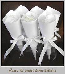 Cones de papel para pétalas