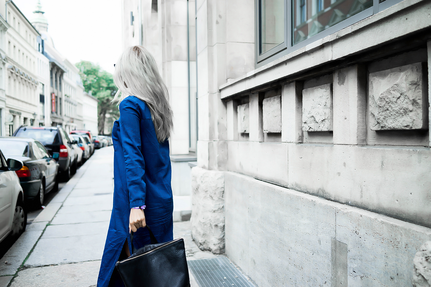 alison liaudat, swiss blogger, swiss fashion blog, Fashion blogger from Switzerland, blog suisse, outfit, grey hair, berlin, zara, long denim shirt dress,