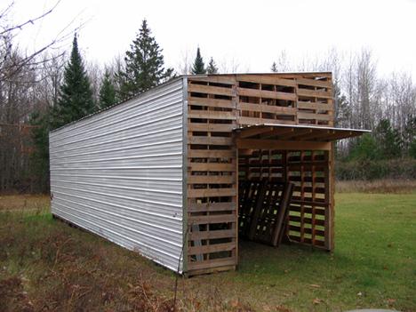 Caba a construida con palets for Construccion de muebles de jardin con palet