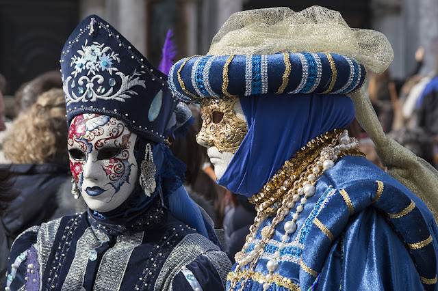 couple in blue costumes, Venice