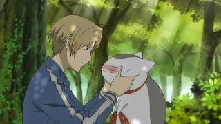 Natsume trzyma upitego kota