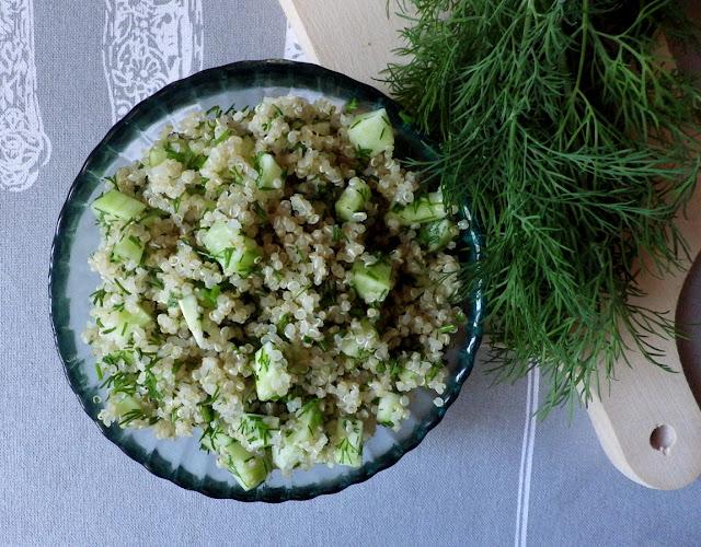 quinoa zielone ogórki koperek sałatka bez glutenu bez laktozy wegańska