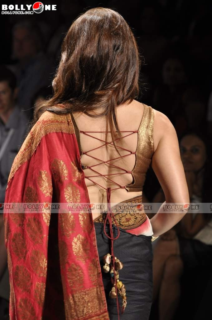 Aunty Mahima walk for Sawansukha Jewelllers at IIJW 2011