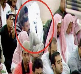 ما هو سر الرجل الذي يشع نورًا في المسجد النبوي ؟