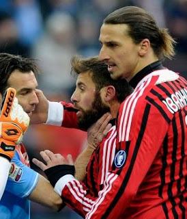Tres fechas de sanción para Zlatan Ibrahimovic