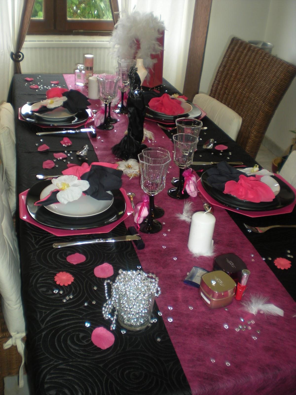 d co de table girly en noir et rose fushia d co de table th mes. Black Bedroom Furniture Sets. Home Design Ideas