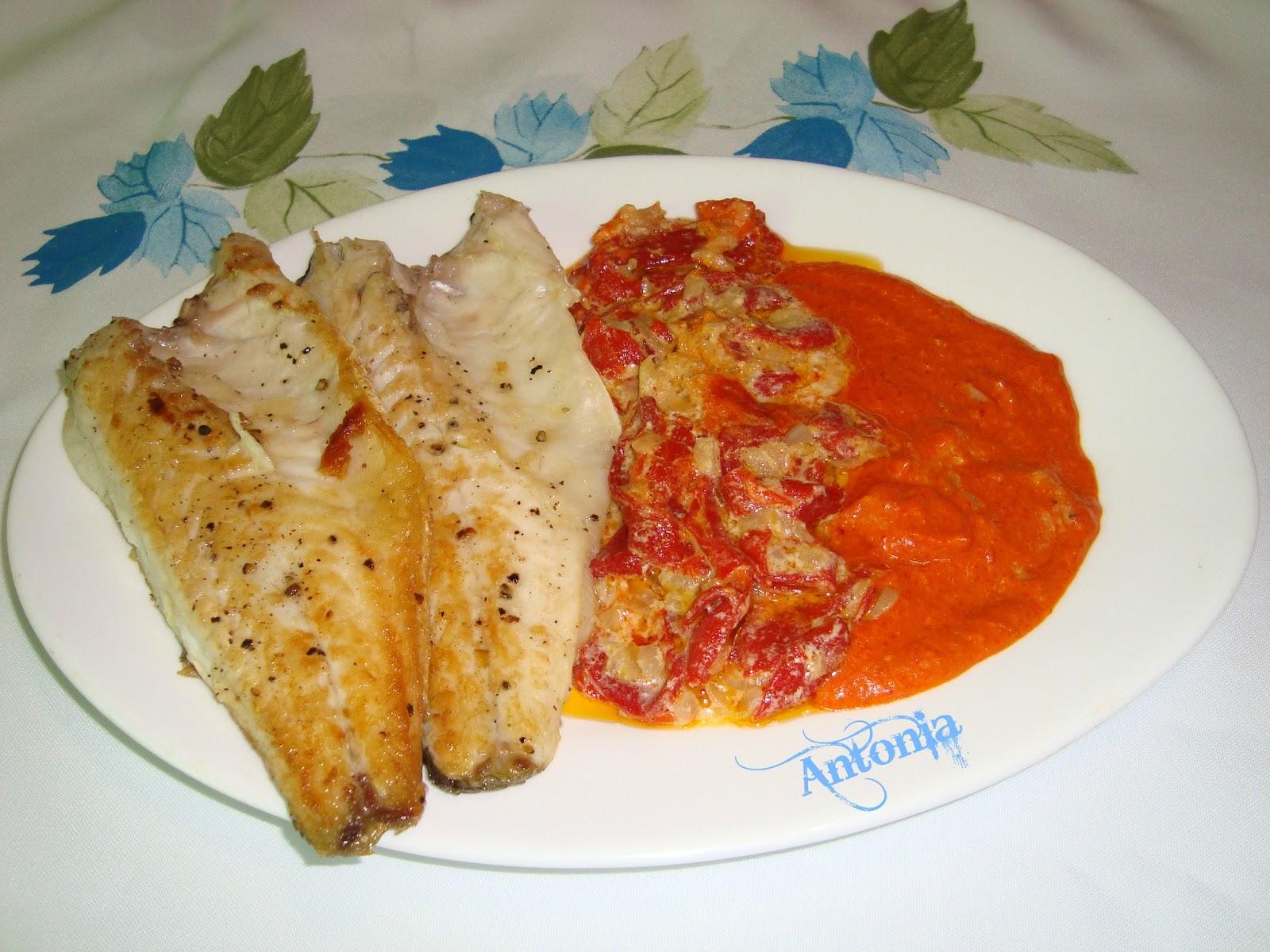 Lubina en salsa de pimientos cocina for Salsa para lubina a la sal