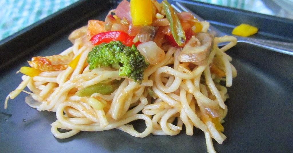 ... Mad Scientist's Kitchen!!: Noodles with Stir-Fried Chilli Vegetables