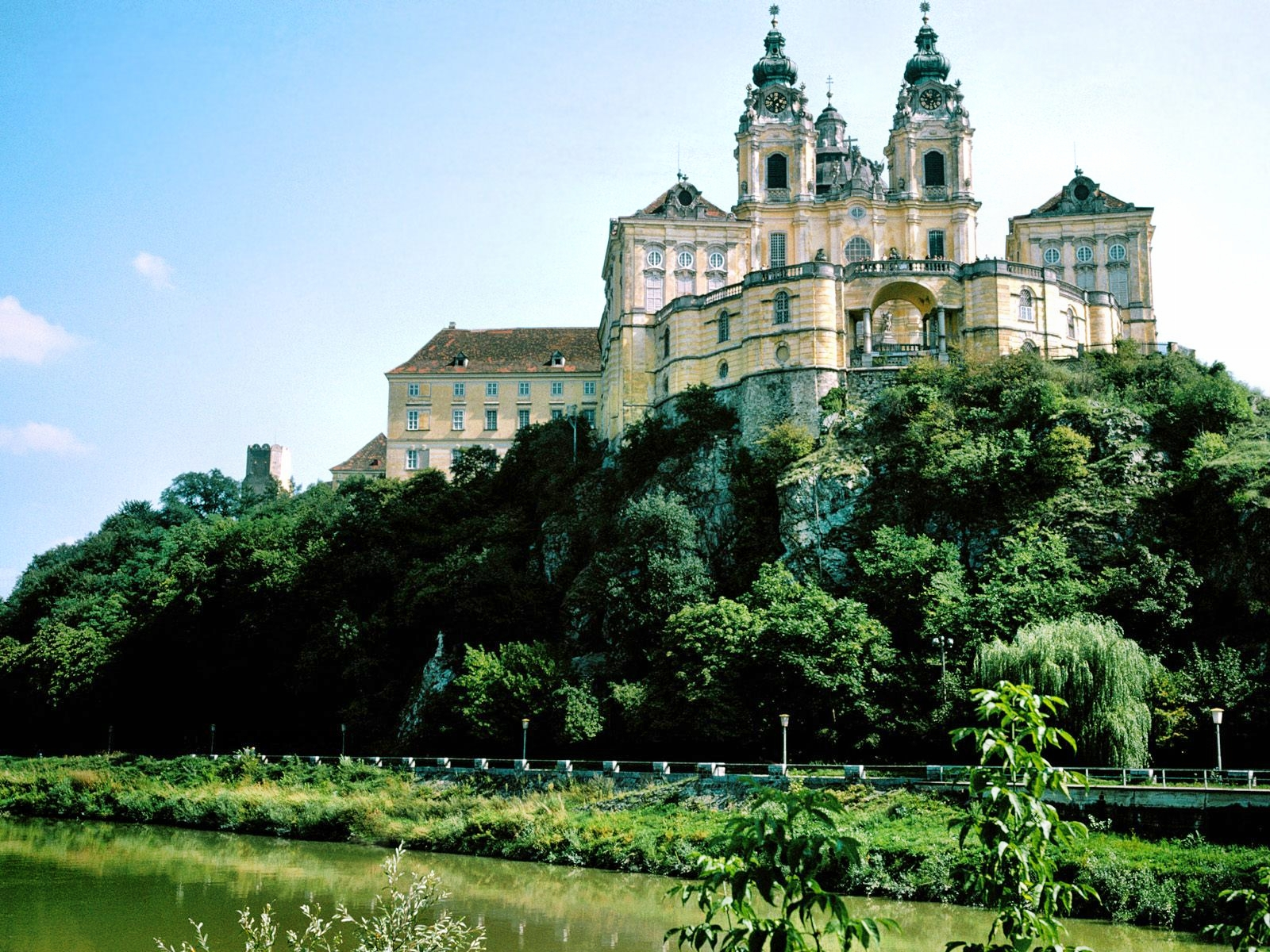 http://3.bp.blogspot.com/-RGMPt9hO38g/T7ipaPdFDEI/AAAAAAAAIds/BBcuXm6uQm0/s1600/Melk+Monastery,+Austria.jpg