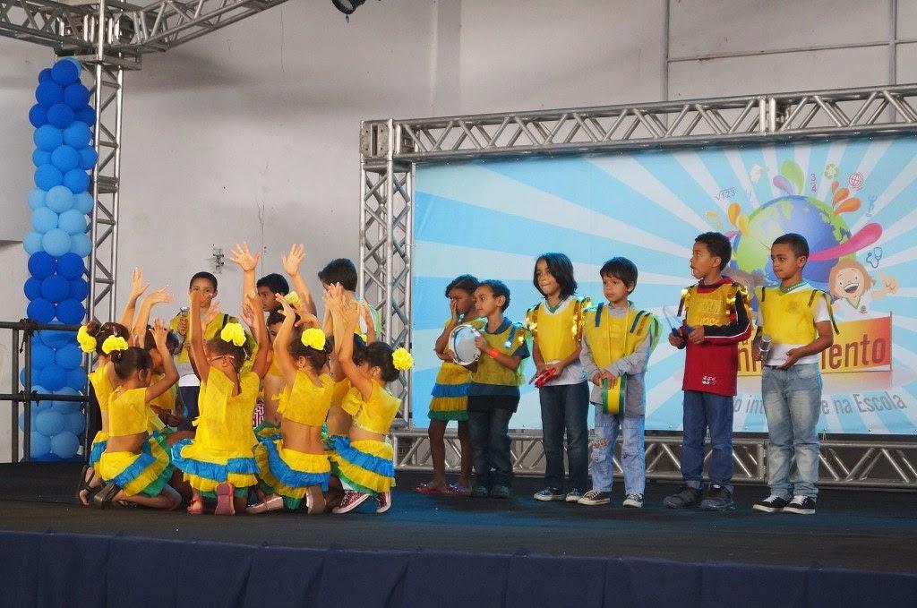 As apresentações culturais realizadas pelos próprios alunos tem atraído as atenções de todos que vão na Feira do Conhecimento
