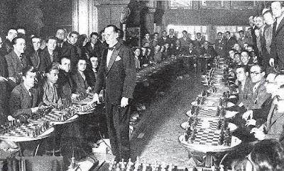 Sesión de simultáneas en el Ateneu Barcelonès de Alekhine en 1935