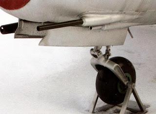 Пушки и носовая стойка шасси МиГ-17