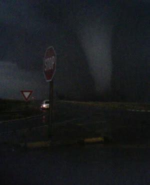 Suedafrika: Nach Ficksburg zweiter Tornado in Duduza bei Nigel in Gauteng, East Rand bestaetigt, 2011, aktuell, Fotos Fotogalerie, Off Topic, Oktober, Sturmschäden, Tornado, Tote Todesopfer, Video