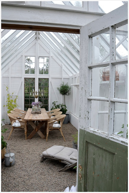 shed with dining table