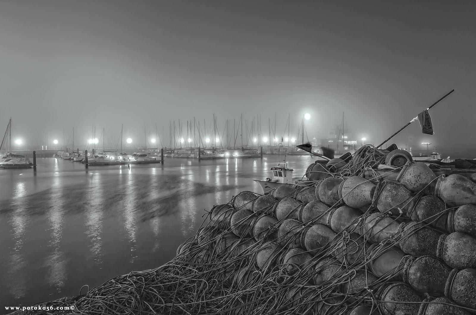 una mañana de niebla en el muelle pesquero de Rota