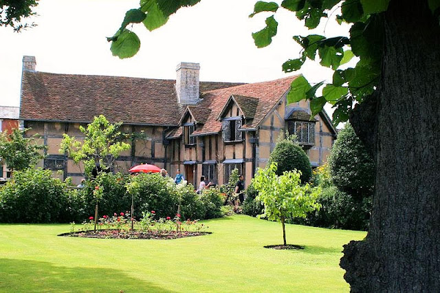 Stratford-upon-Avon-birthplace of William Shakespeare. Photo: WikiMedia.org.