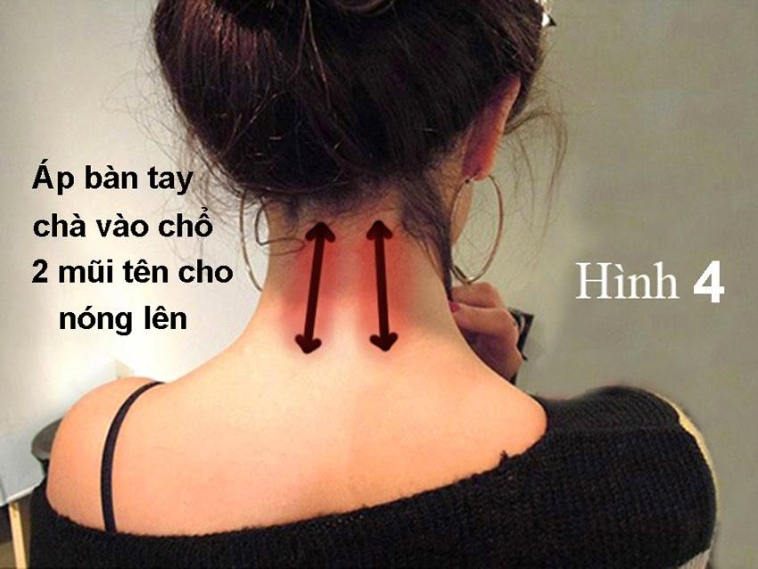 áp lòng bàn tay đó vào sau cổ gáy của bạn chổ có hình 2 mũi tên