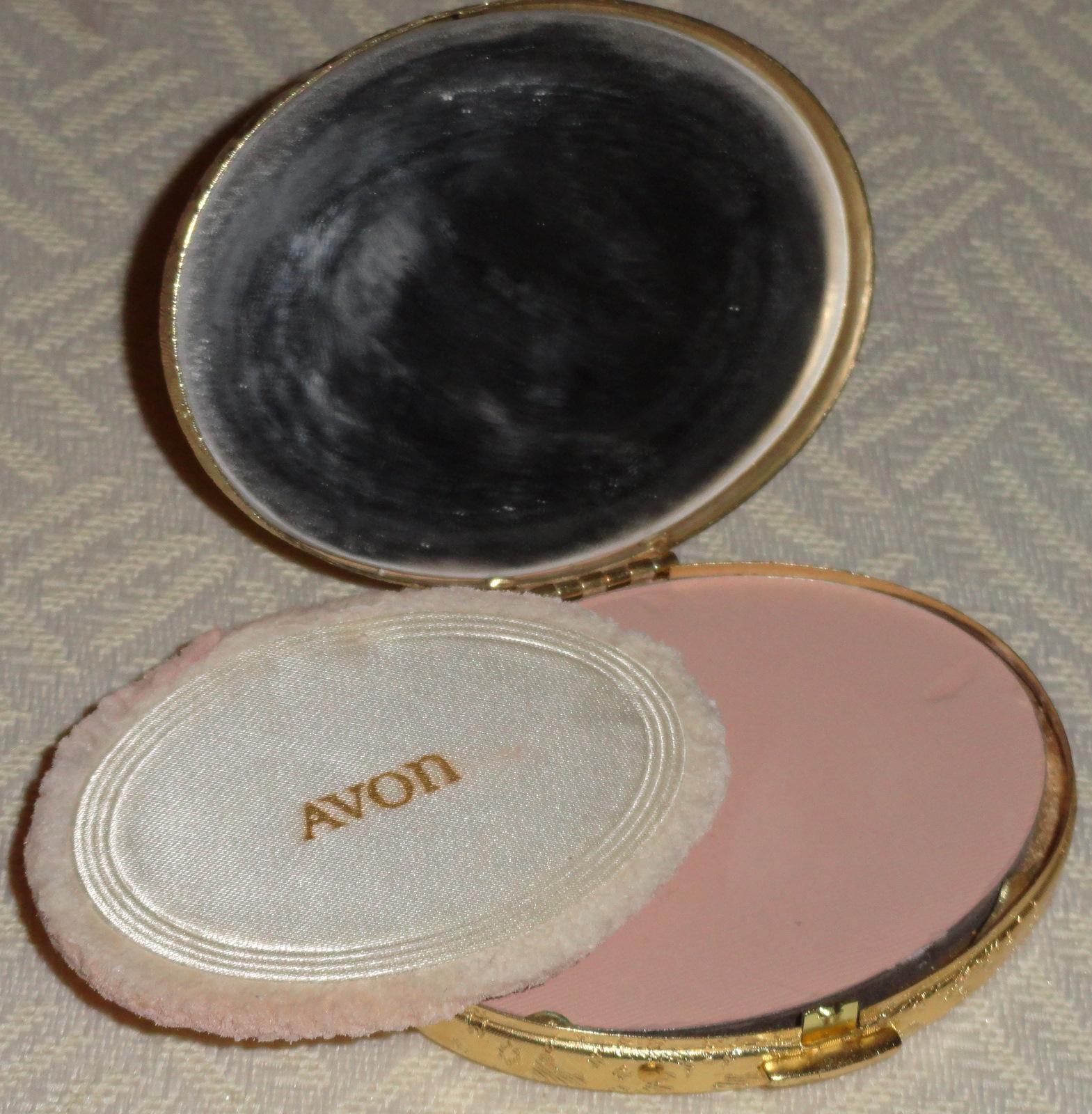 Makeup & Mutts: Vintage Makeup - Powder Keg Compacts