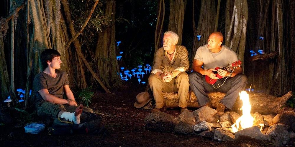 Josh Hutcherson, Michael Caine e Dwayne Johnson em VIAGEM 2: A ILHA MISTERIOSA (Journey 2: The Mysterious Island)