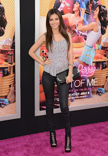 Victoria Justice at Katy Perry: Part pink carpet