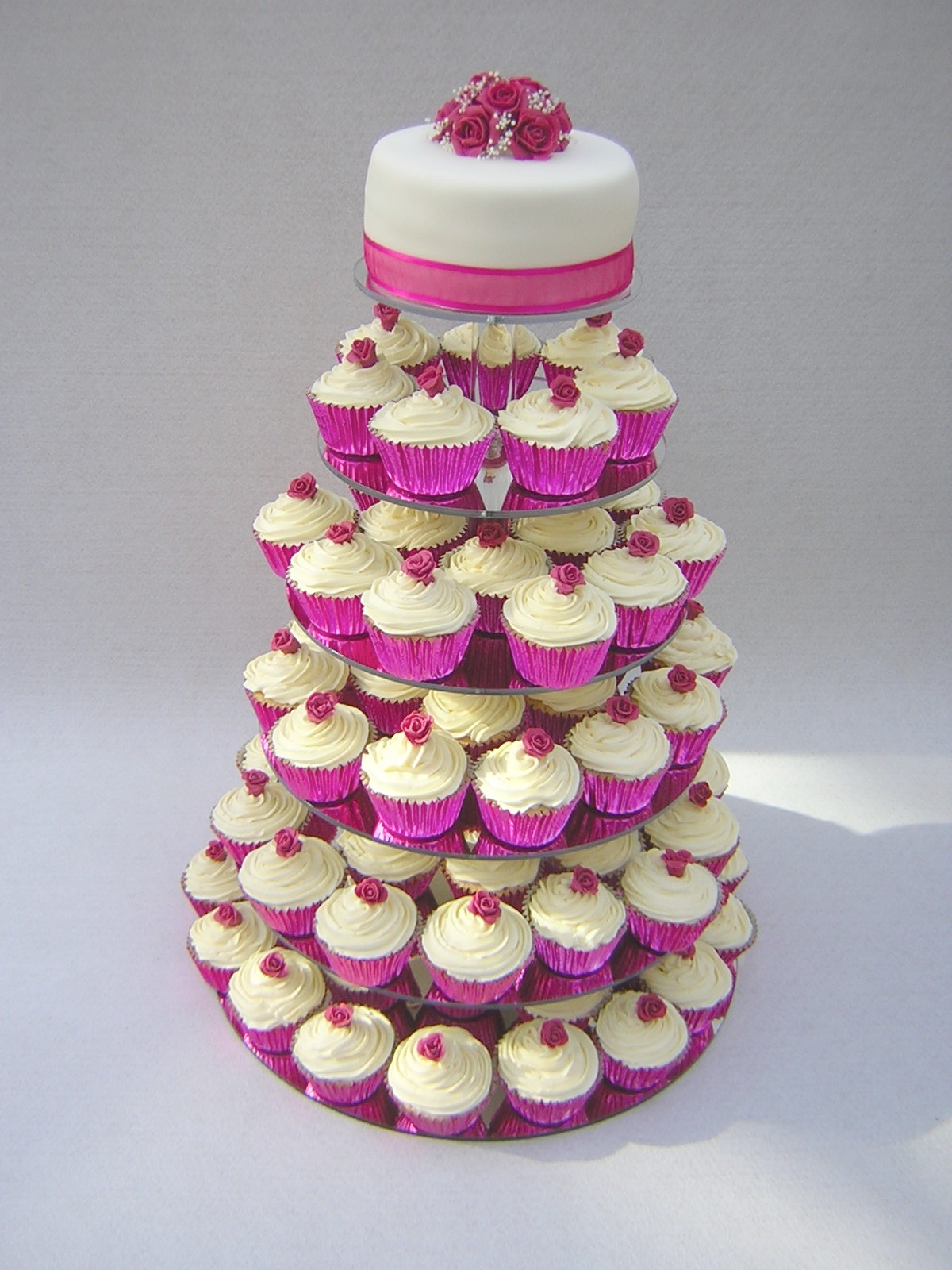 For A Unique Touch Have Wedding Cupcakes For Your Guests Wedding Cake Designs
