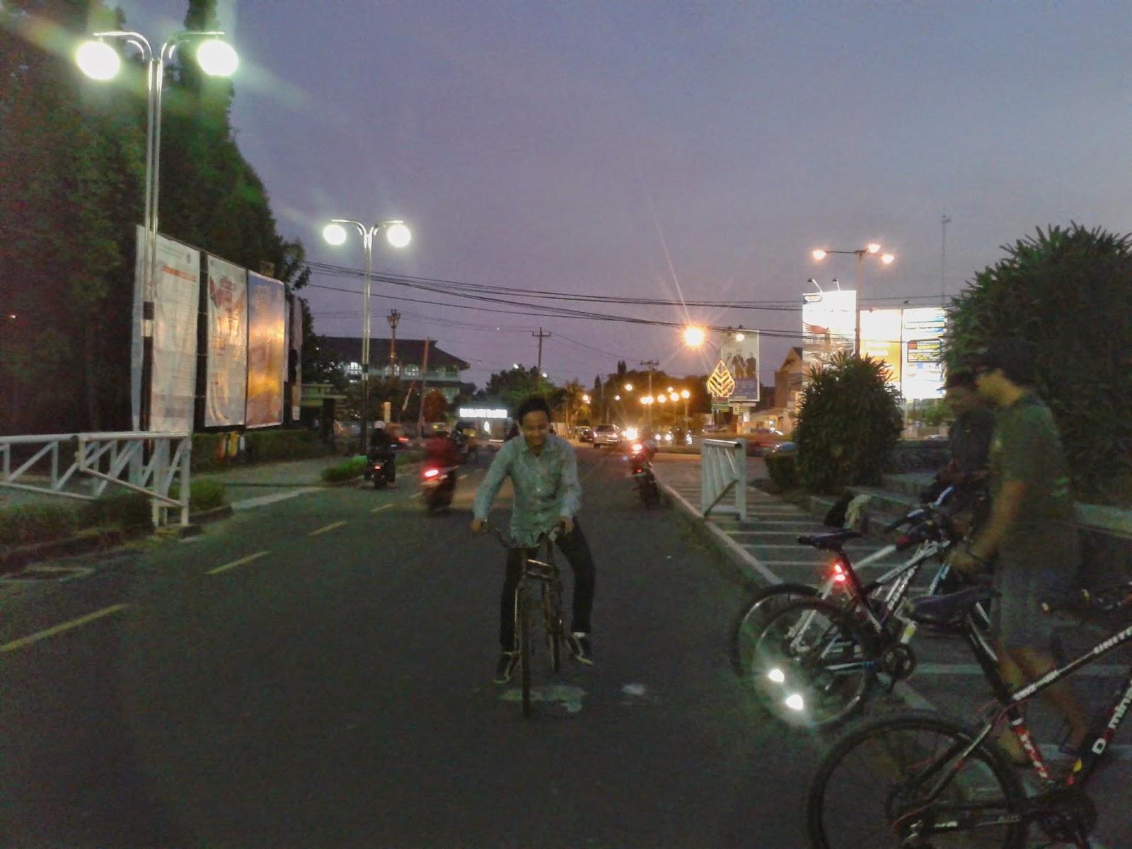 Latihan naik sepeda Swing Bike