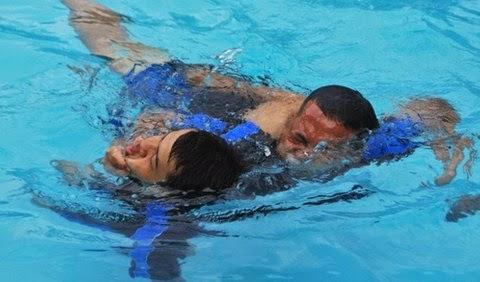 Sikap dalam melakukan penyelamatan di dalam air