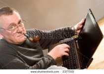 homem velho trabalhando
