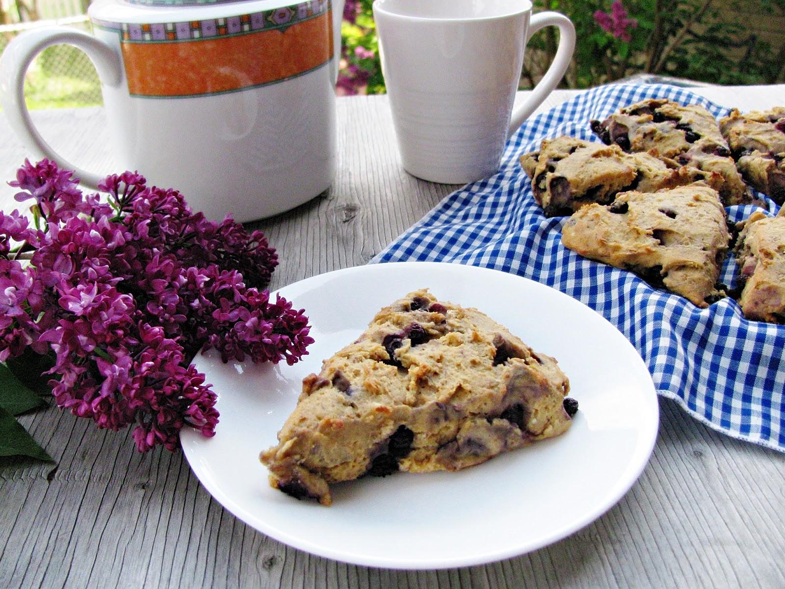 gluten free blueberry millet scones/scones sans gluten au millet et aux bleuets