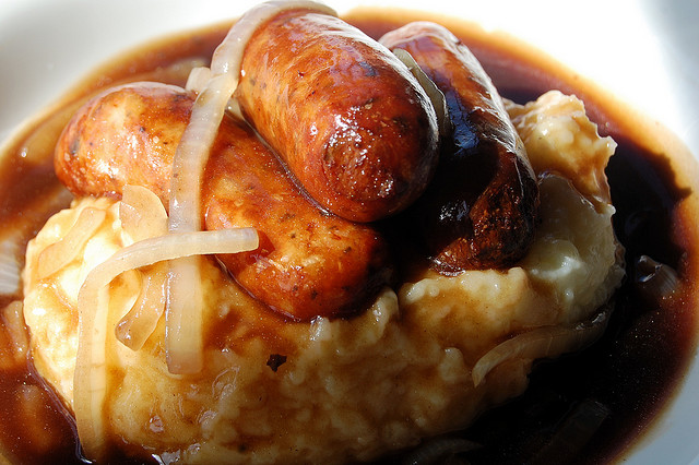 The Thrillbilly Gourmet: Bangers and Mash