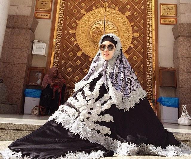 Model Baju Muslim Syahrini Terkini