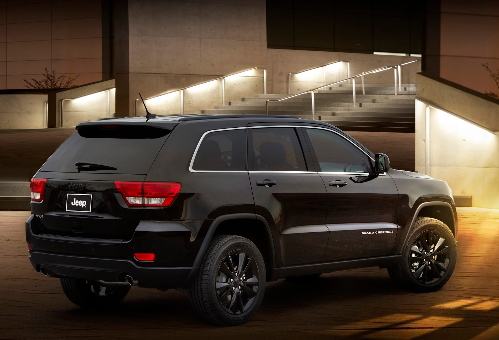 cars gto 2012 jeep grand cherokee altitude. Black Bedroom Furniture Sets. Home Design Ideas