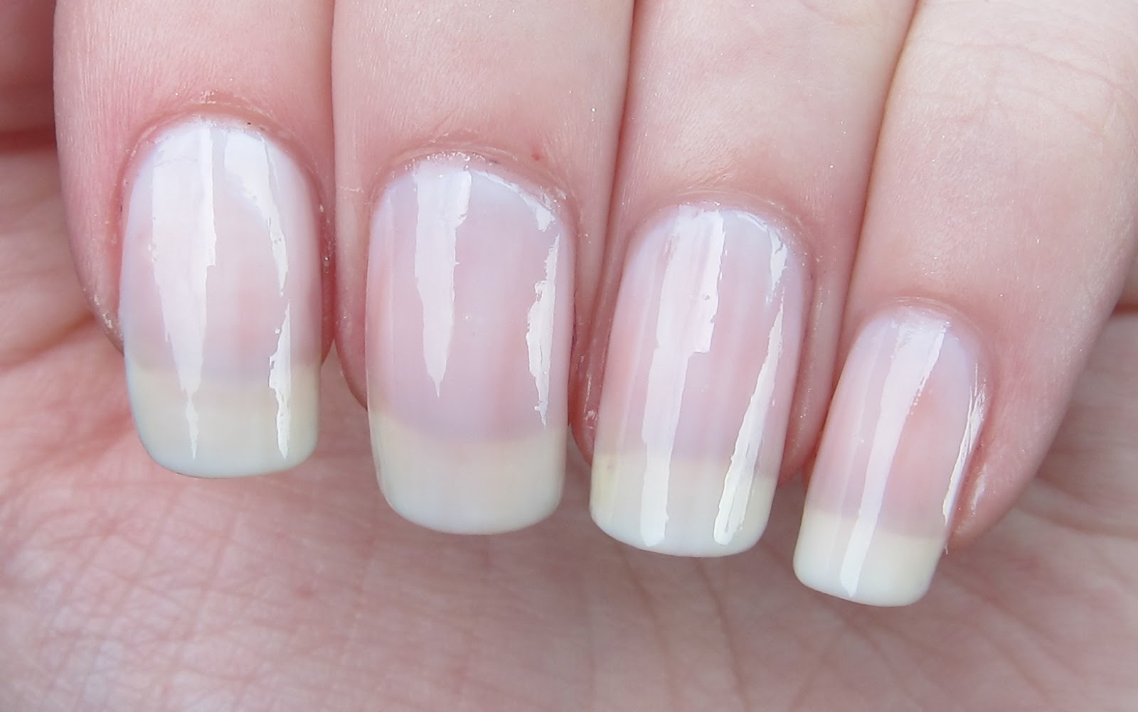 Essie Nail Polish Allure - Absolute cycle