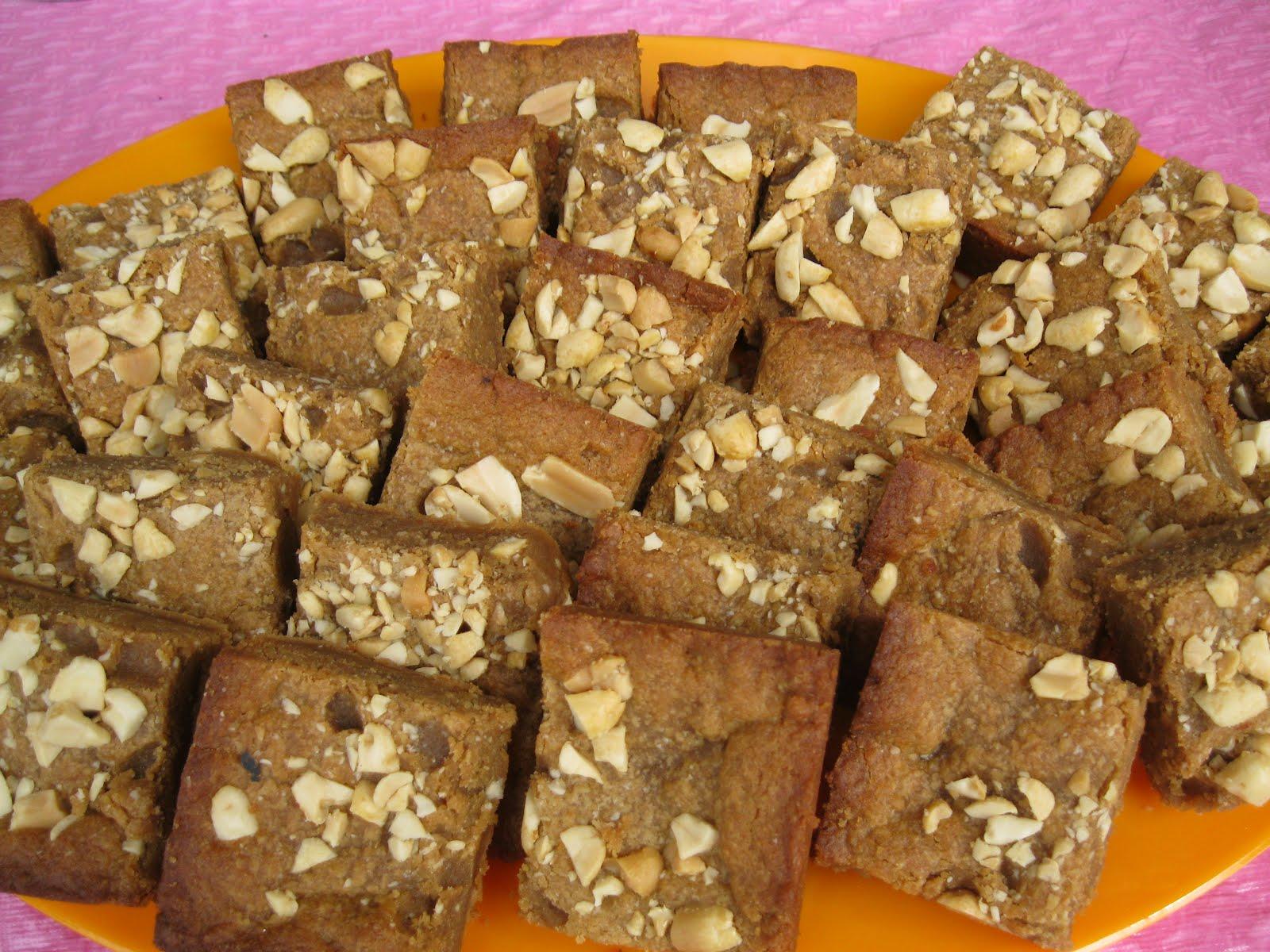 Hungry Vegan Traveler: My Second Vegan Bake Sale