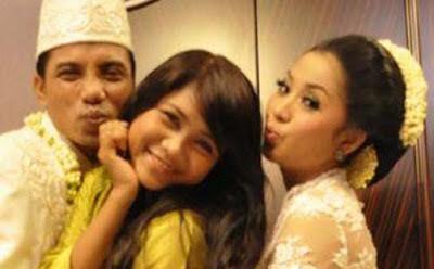 Kumpulan Foto Pernikahan Vita KDI Dengan Bupati Kotim