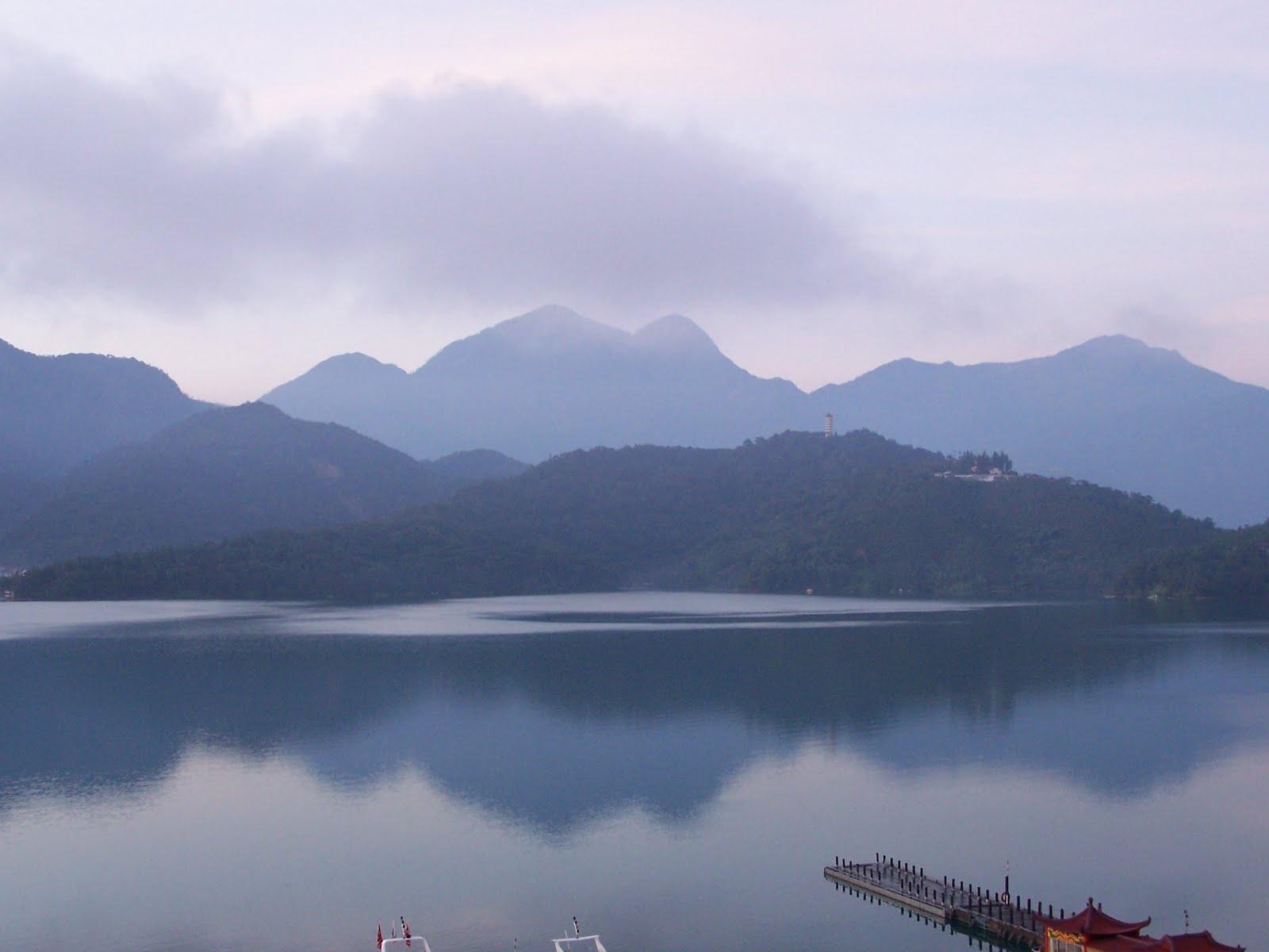 http://3.bp.blogspot.com/-RJTubN69xY0/Thwp2wc3H3I/AAAAAAAADFY/CiJp4MyXpQk/s1600/Sun_Moon_Lake.jpg